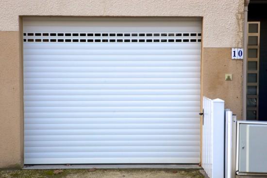 Pose d'une porte de garage à Mérignac