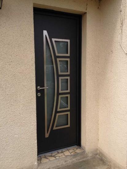 Pose d'une porte d'entrée aluminium à Le Bouscat