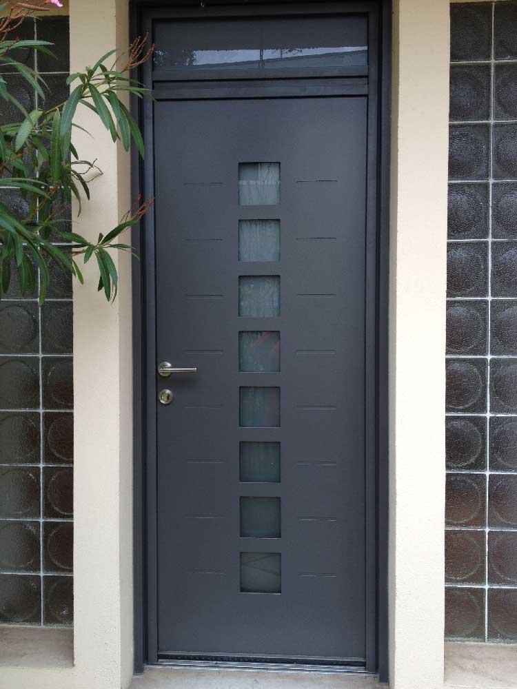 Pose d'une porte d'entrée aluminium à Pessac