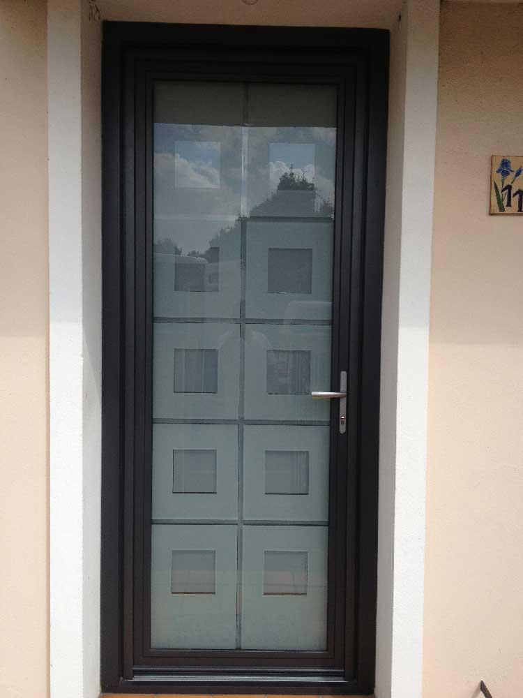 Pose de porte d'entrée en Aluminium à Eysines